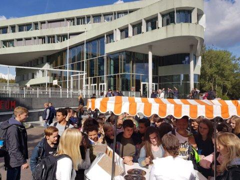 Lustrumfestiviteiten_ijsjes-voor-leerlingen_Nicolaas_2509