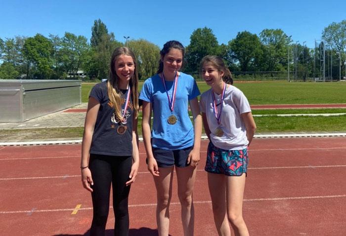 Top-3 meisjes atletiekdag St. Nicolaaslyceum